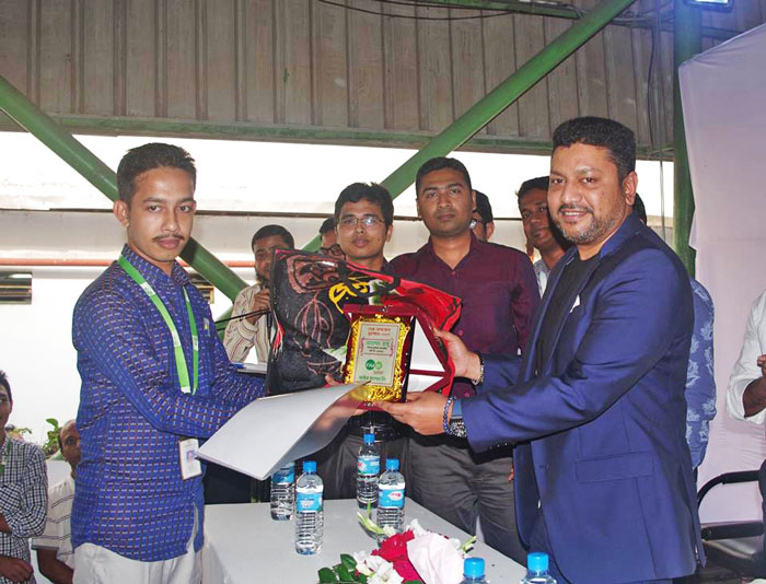 Figure: Fakir Kamruzzaman Nahid, Managing Director of Fakir Fashion Limited is giving best operator award.