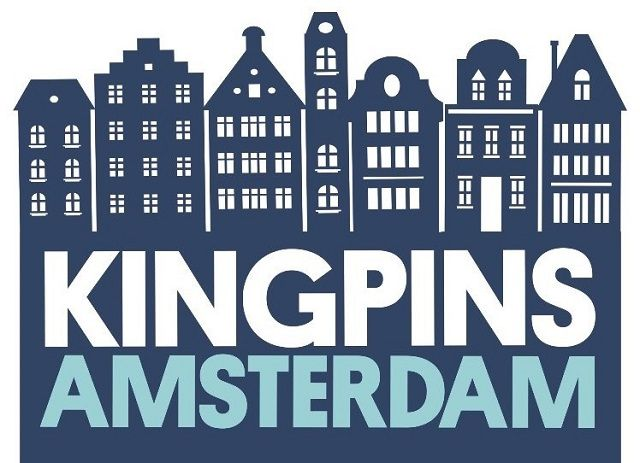 Kingpins-Amsterdam-adjusting-virtual-reality