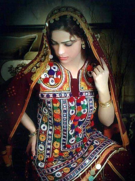 Sindh costume and colorful design added new dimension to Pakistani textile culture