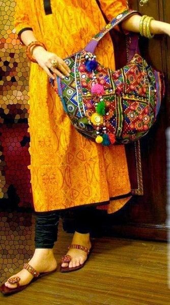 embroidered-Sindhi-bags